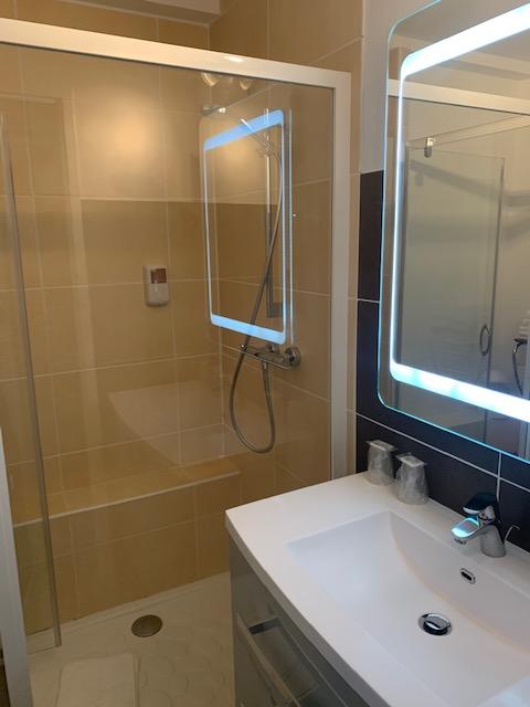 Salle de bain chambre Hôtel La Plage - Erquy